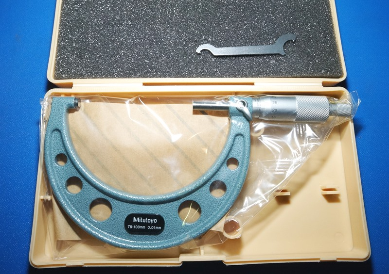 Outside Micrometer MITUTOYO OM-100 (851207YOS3-17-8)の画像